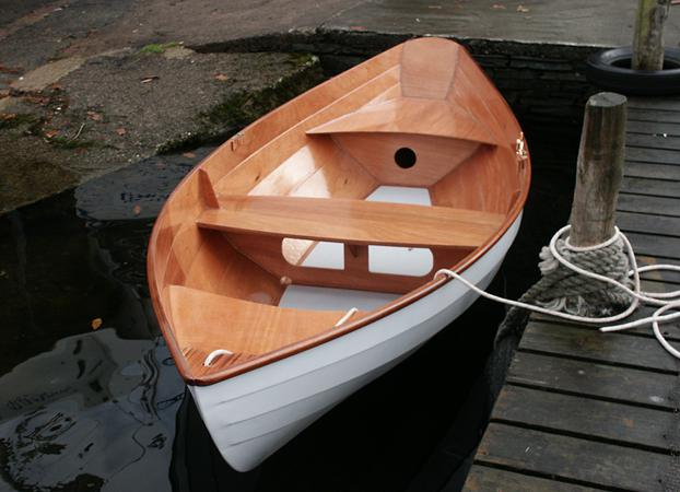 Dinky Dory wooden rowing boat that is easily made from a kit