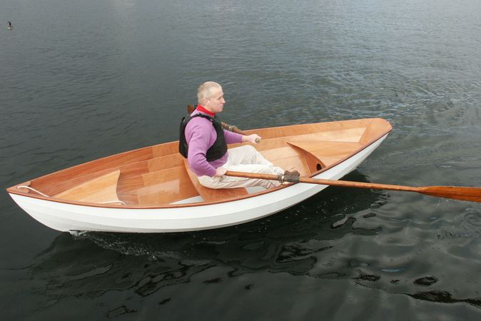 Fast to row lightweight rowing dory