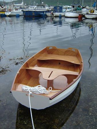 Clinker Eastport Pram used as a tender to a yacht does not puncture