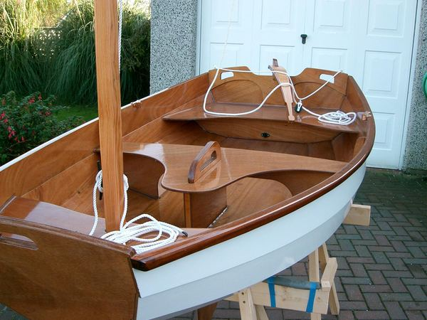 Build a rowing boat at home in the garage
