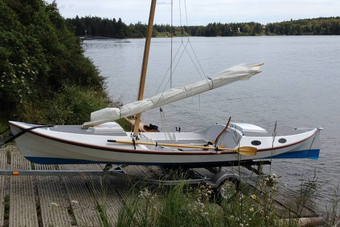 The 22′6″ Faering Cruiser is a compact camp-cruiser that tows ...