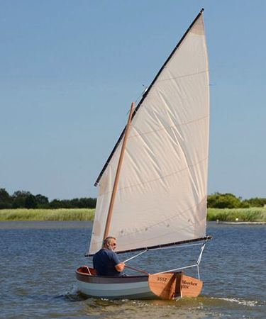 Clinker Fyne Four sailing dinghy with an alternative lug rig