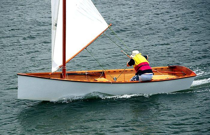 An efficient balanced lug sail gives the sailing skiff a large power to weight ratio