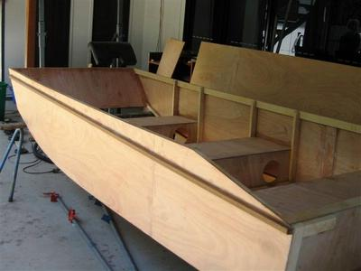Building the Handy Punt outboard motor boat by Michael Storer