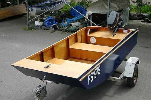 Handy Punt - a lightweight and stable outboard motor boat by Michael Storer