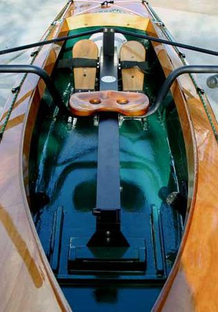Sliding seat rowing of a kayak with a piantedosi