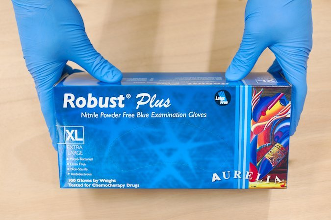 Disposable nitrile gloves with long cuffs for protecting hands from epoxy