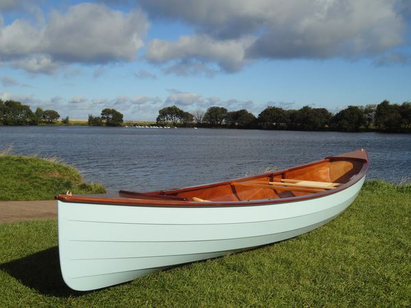 Beautiful open canoe that can be made cheaply at home
