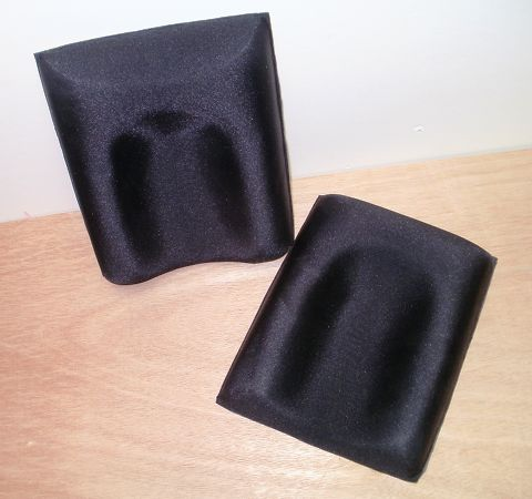 Moulded foam knee cups for a canoe