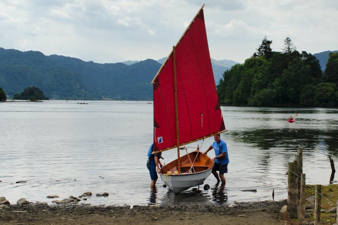 Kit-built wooden sailing dinghy - Skerry