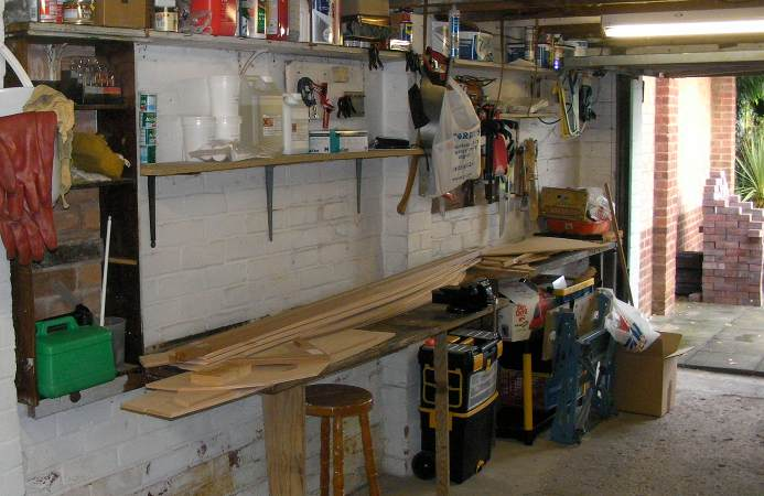 Building a fyne boat kit stem dinghy preparing the garage