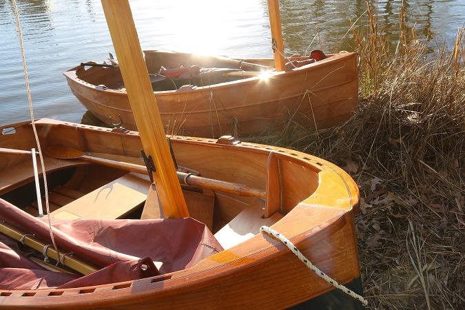 Tenderly is a traditional-looking clinker sailing dinghy that is stable and easy to build