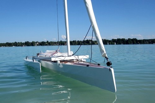 Trika 540 trimaran with floats folded for easy boarding