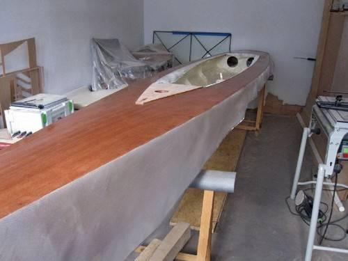 The Trika 540 trimaran construction - fibreglassing the deck
