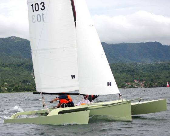The fast and comfortable W17 sailing trimaran