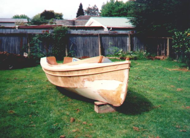 Building 13 foot Houdini sailing dinghy from Fyne Boat Kits